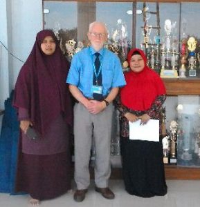 Mr. Nigel Copage bersama Exam Officer dan Question Departmen